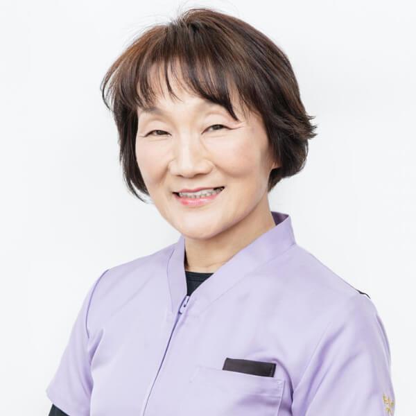 中小田千鶴子